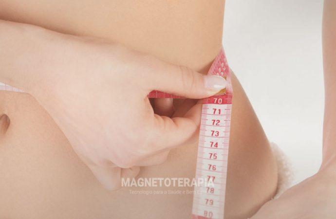 Auxilia na redução de medidas corporais